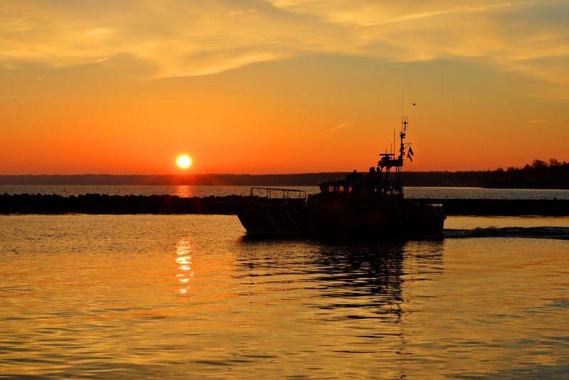 Sunrise silhouette Lake Ontario Sun Sunrise Sunrise_sunsets_aroundworld Sunrise_Collection Lake Great Lakes Lake Ontario US Coast Guard Silhouette