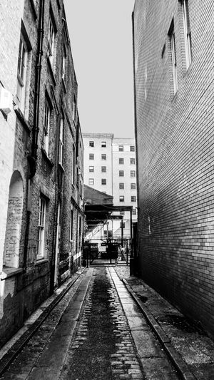 Black & White EyeEm EyeEm Best Edits EyeEm Best Shots EyeEmBestPics London Alley Architecture Balck And White Blackandwhite Photography Building Building Exterior City Clear Sky Day Direction No People Outdoors Sky Street