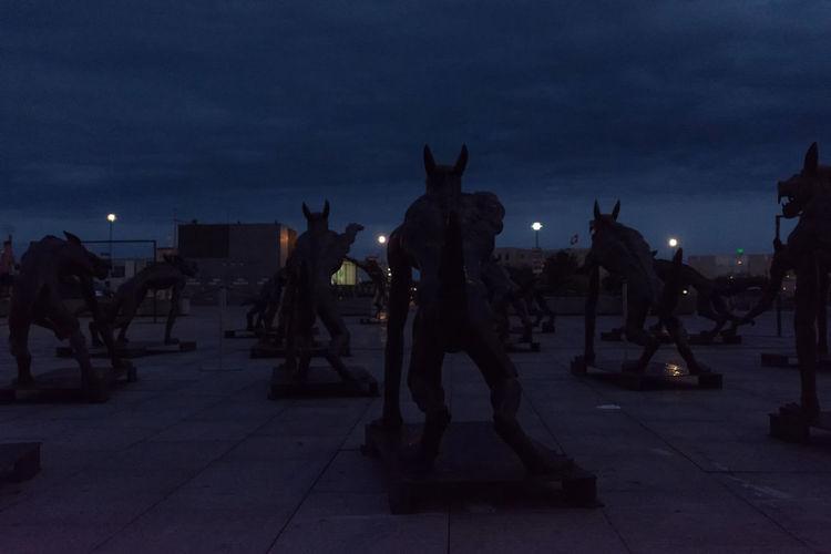 www.diewoelfesindzurueck.de von Rainer Opolka Horror Nightphotography Sculptures Sky Wolf Farb Pallete Resist