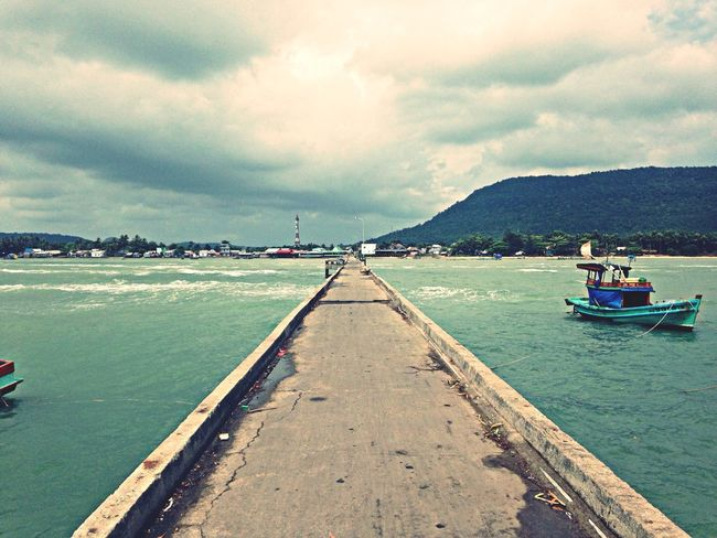 Cầu cảng Hàm Ninh