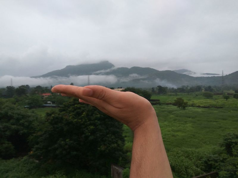 Arun EyeEmNewHere Front View The Week On EyeEm Lifestyles Outdoors Fog Tree Day Cloudy Beauty In Nature Nature Young Adult Outdoors Photograpghy  Outdoor Photography Human Body Part Human Representation Human Hand My Hand  Photography Photographing Rainy Rainy Days Rainy Day Rainy Season RainyDay Your Ticket To Europe
