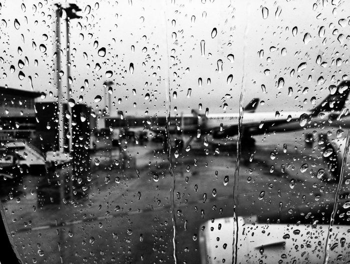 Black And White Black & White Bnw Bnw_collection Bnw_captures Bnw_life Drops Airport Airplane Rain Rainy Days Rainy Day Teardrops Gotas Showcase July Flight ✈ Introspection Introspective Introspect  Life Eyeemphoto Color Of Business Flying Drop Window