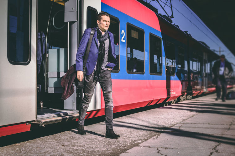 Adult Arrival Businessman Caucasian Ethnicity Day Departure Full Length Leaving Lifestyles Men Mid Adult Mode Of Transportation Outdoors Passenger Passenger Train People Public Transportation Railroad Station Railroad Station Platform Railway Station Real People Smart Casual Train - Vehicle Train Station Travel