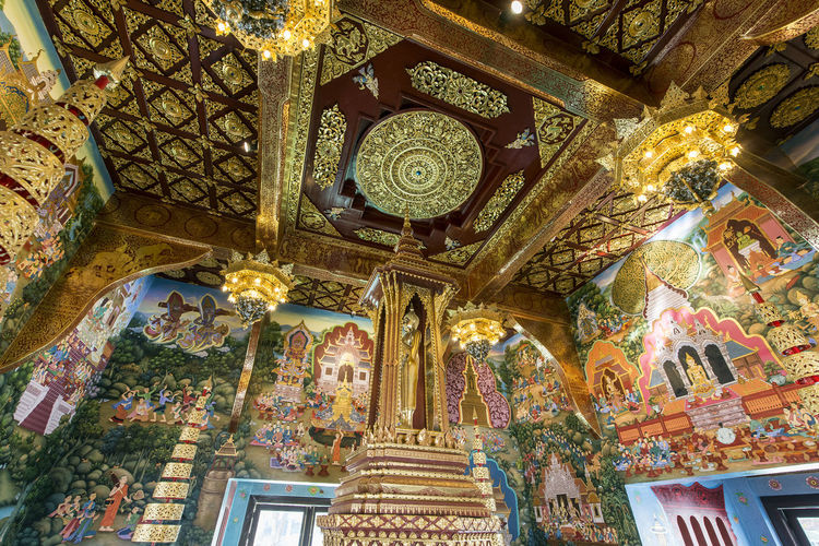Built Structure Architecture Place Of Worship Belief Religion Low Angle View Spirituality Art And Craft Building Ceiling Indoors  Human Representation No People Creativity Representation Ornate Gold Colored Craft Architectural Column Mural Altar Fresco