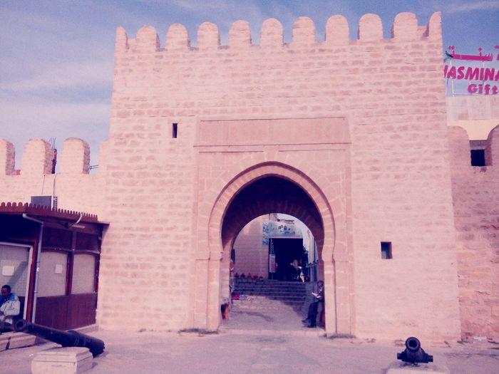 Muraille de la ville de Monastir construite par les Aghlabites au 9ème siécle et classée monument historique. A7kili Vestiges Eyeemtunisia