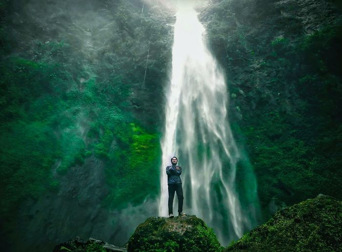 breath of fresh air Indonesia Photography  Indonesia_allshots INDONESIA INDONESIA Water Waterfall Adventure Full Length Motion Power In Nature Men Awe RISK Beauty
