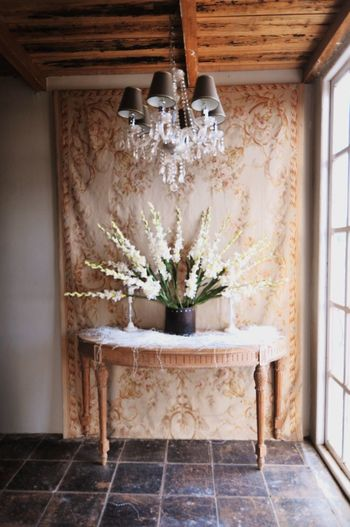 Beautiful corner Textile Fabric Wall Tapestry Tapestry Wall Interior Victorian Decorative Decoration Bouquet Of Flowers Bouquet Chandelier Indoors  Home Interior Domestic Room Day Architecture No People Home Showcase Interior