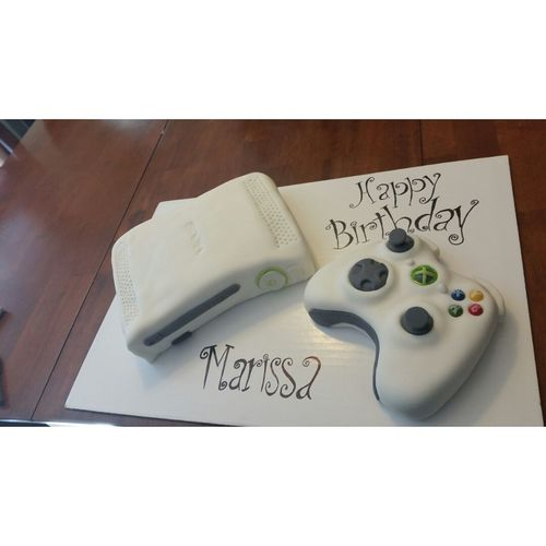 Today's customer ordered a Xbox 360 cake, 100% editable Lakiki Creations Cakes!