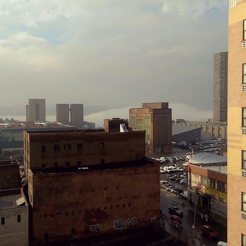 Pretty cool Fog Cloud rolling down the Hudson!! Cooleffect TheCloudsCameToUs EmmaCphotos Iheartny weather SpringThings