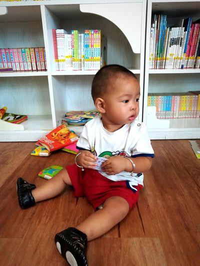 无题 Sitting Childhood Indoors  Baby Babies Only Learning Lifestyles Cute One Person