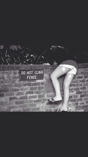 Wohnglück Do Not Climb The Fence Law Breaker