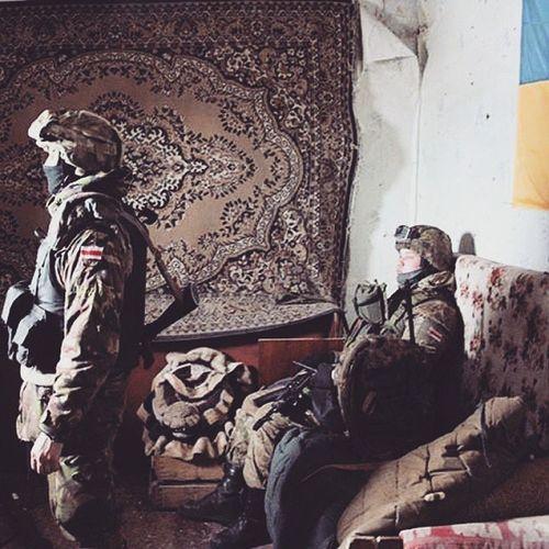 Добровольцы из братской Беларуси помогают держать оборону нашей украинской армии в Песках возле донецкого аэропорта. война аэропорт Донецк пески ДАП Ап украина беларусь Киборги