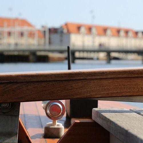 Вид с лодочки Copenhagen Denmark Дания копенгаген