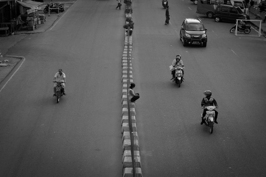 Blackandwhite Black & White Blackandwhitephotography Streetphotography Streetphoto_bw Street Life Way Human Activity Parking Streetphotography_bw Streetlife Streetview Human Face Human Humaninterest Human Condition Indonesian Street (Mobile) Photographie City Street City Life