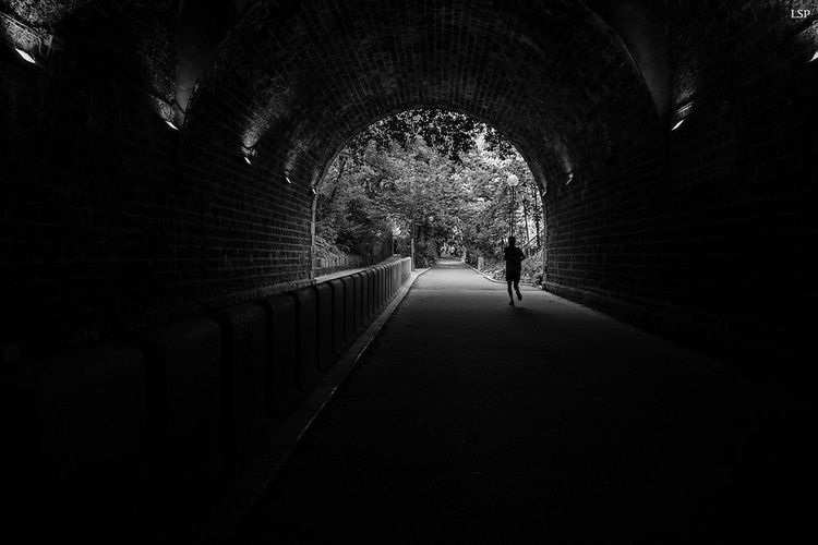 The only one Noir Et Blanc Tunnel Paris Coureur Couléeverte Paris ❤ France