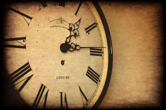 Communication Western Script Indoors  Close-up Circle Symbol Geometric Shape Clock Clock Face Old Clock Retro Styled Retro Photography Vintage Style Wall Art Wall Clock Background Retro Style Retro Design