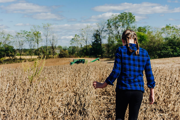 Plant Land One Person Field Real People Nature Sky Three Quarter Length Casual Clothing Agriculture Growth Lifestyles Day Front View Landscape Standing Tree Farm Young Adult Environment Outdoors Hairstyle