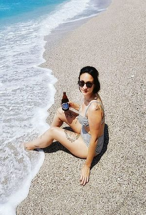 Tutkularım var benim,vazgeçemediğim!!!!Güneş,Kumsal,Deniz gibi..Kötü alışkanlıklarım var benim,sevdiğim...Efes gibi!!!İçiyorum şerefime,gelmişime,geçmişime...Bugünüme....Herseye rağmen seviyorum Hayatı....Kendinize iyi davranmayı unutmayın....Sevgiler ELa Beach Sand One Woman Only Sea One Person Summer Nature Sunlight Nature Lover EyeEm Best Shots First Eyeem Photo Beauty In Nature Ozean Eyemm Nature Lover Travler Enjoying Life Happiness Walking Around Check This Out MyWorldInPictures Fethiyeölüdeniz Fethiye MyLifeInPictures Water Nature