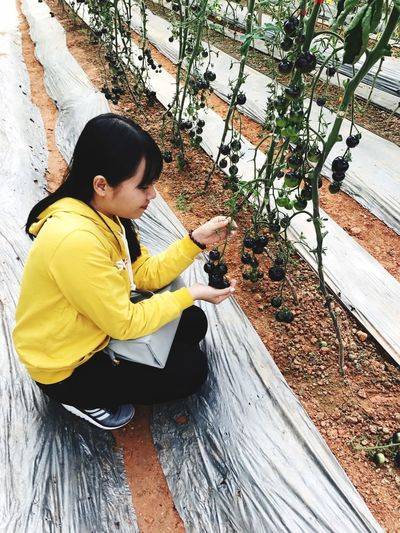 Blacktomates One Person Casual Clothing Leisure Activity Sitting Lifestyles Plant Day