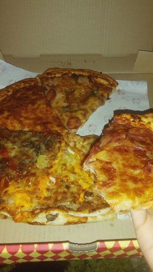 time to dig in 😄😄 Pezzo Pizza Time Indoors  No People Close-up Food Day Freshness