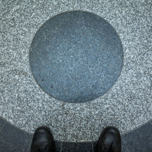 Floortrait with symbol Blick Nach Unten Canvas Shoe Close-up Day Directly Above Floortraits Foot Shot Footwear Fussboden Fußbild Human Foot Leisure Activity Lifestyles Look Down Low Section Pair Part Of Person Personal Perspective Perspective Shoe Standing Standing Standpunkt