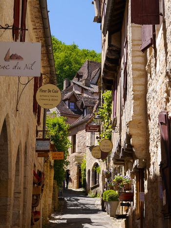 Beautiful France Small Streets Architecture Beautiful Place Charming Place Countryside Life Cozy Cozy Place French Town Medieval Medieval Architecture Peaceful Photography Sant Cirq Lapopie Small Town Stories