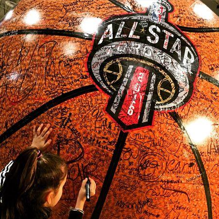 NBA Allstar Toronto 2016 Basketball Center Court NBAAllstar Sign Autograph Girl Canada Orange