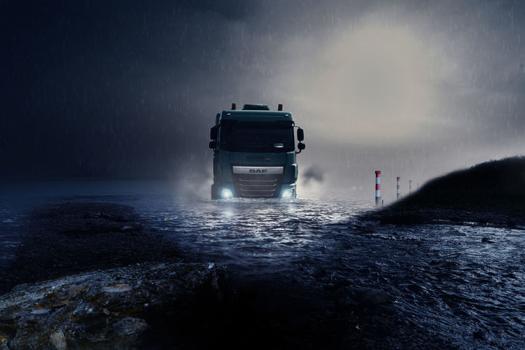 Land in Sicht Truck DAF Water Meer See Dramatic Sky Sky Close-up Cloud - Sky Transportation Transport Lkw Art ArtWork Affinity Photo Composing Photoshop Photoshop Edit Auto Racing Road 4x4 Car Land Vehicle Driving Street Monsoon Rainy Season Off-road Vehicle Rain Motorsport