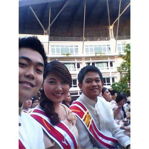 My one and only picture during the graduation :) Kuyaeniel Kevin