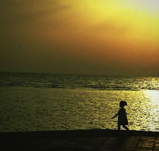 Child play...The Photojournalist - 2015 EyeEm Awards Enjoying The Sun Children Sea Past & Furture Light And Shadow Enjoying The View Open Edit Silhouette Sunset Silhouettes Childsplay EyeEmNewHere