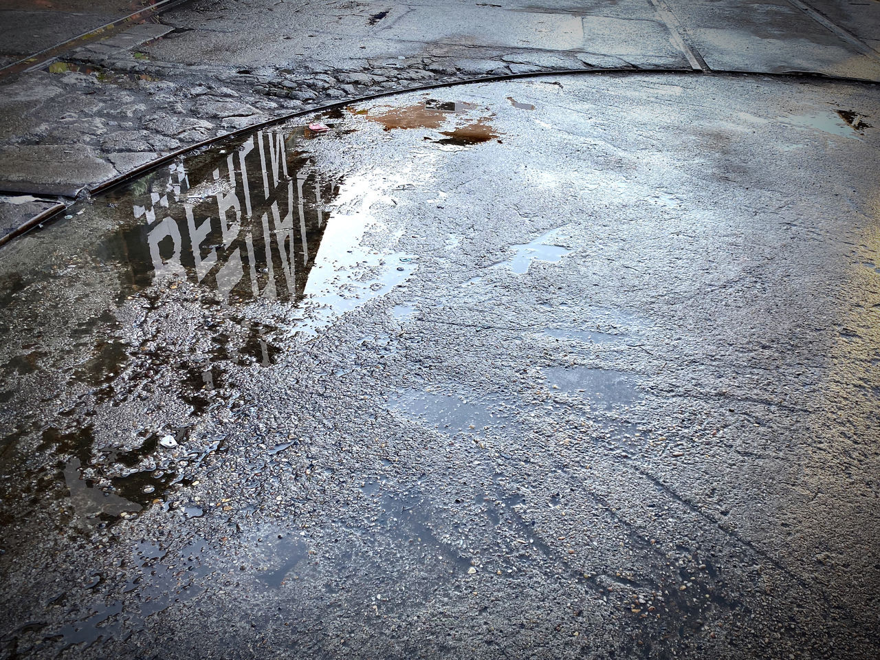HIGH ANGLE VIEW OF WET PUDDLE ON SNOW