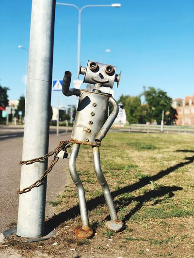 Hi Backgrounds Modern Art Robot Day Sunlight Nature Representation No People Focus On Foreground Art And Craft Metal Outdoors