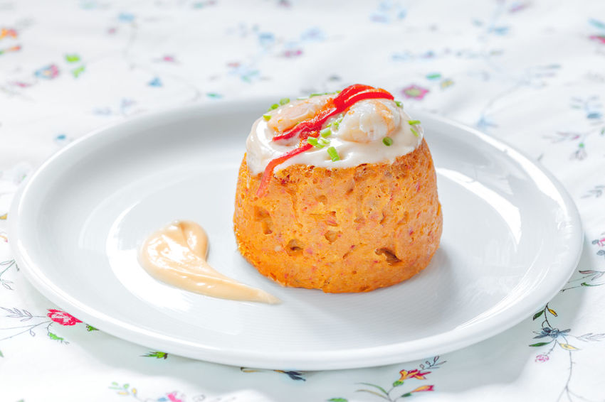 Traditional fish cake. Hake cake with tomato, shrimps and salad cream. Chive Cuisine Dinner Dish Pudding Seafood Shrimp Spanish Spanish Food Cake Cooked Delicious Fish Fishcake Food Gourmet Hake Healthy Healthy Eating Pate Salmon Tablecloth Tomato Traditional Tuna