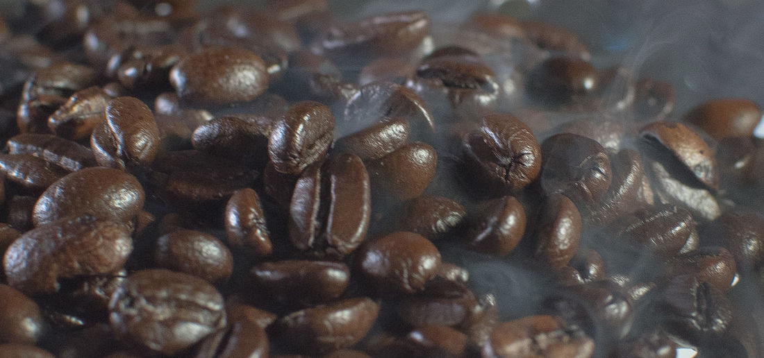 Still Life Large Group Of Objects Close-up Indoors  Selective Focus No People Full Frame Backgrounds Roasted Coffee Bean Brown Abundance Food And Drink Coffee - Drink Freshness Repetition Coffee Pattern Food High Angle View Table Caffeine