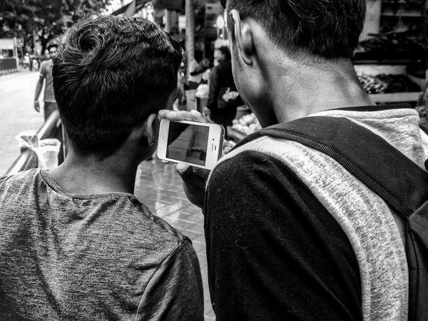 Streetphotography Street Photography Lumia1020 Streetphoto_bw People Sharing Music IPhone Up Close Street Photography