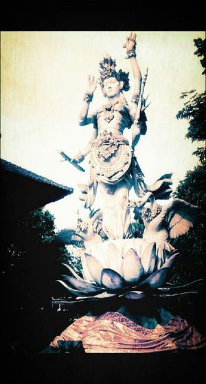 Saraswati statue. Saraswati is the god of knowledge of Hindus's believeness. Taking Pictures Taking Photos Girl Statue Culture God's Beauty Knowledge Hanging Out