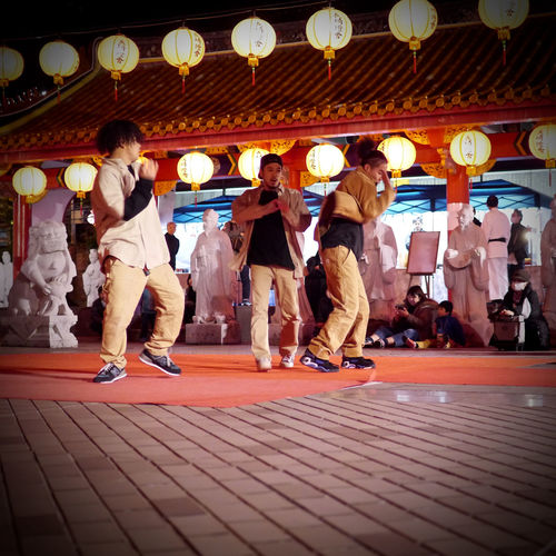 Hiphop dancing in Confucian Shrine, Nagasaki(長崎孔子廟) III Nagasaki JAPAN mix culture / GX1+L-X025 handheld Photos(iMac) Edit February 2016 NAGASAKI LANTERN FESTIVAL Exceptional Photographs February 2016 Have A Good Time LEICA D SUMMILUX 25mm Low Angle Shot Nagasaki JAPAN NAGASAKI LANTERN FESTIVAL No Filter Panasonic Lumix GX1 Rule Of Thirds Street Performer