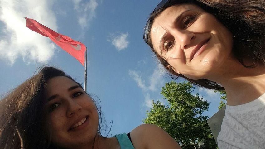 Kadıköy de çekmiştik Kadınlar 🚺Kızlar Türkbayrağı Altında Ozgur Huzurlu Yaşasın❤