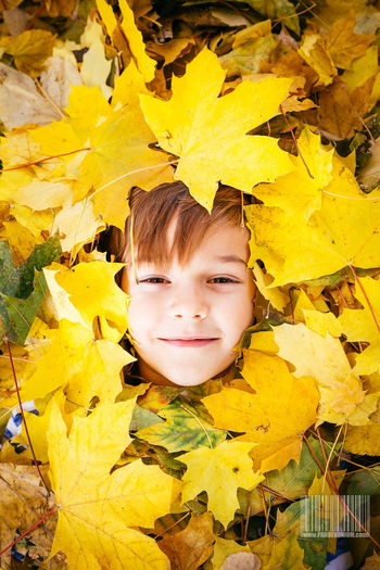 Autumn is here already! Autumn Autumn Leaves Autumn🍁🍁🍁 Autumn Colors Yellow Face Faces Of EyeEm Faces Of Summer FaceTime Cute Young Love INEEDNATURE