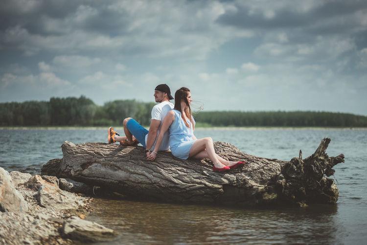 💏 Fujifilm Fujifilm_xseries Xpro2 The Week on EyeEm Couple Young Women Men Togetherness Women Full Length Sitting Bonding Relaxation Couple - Relationship Smiling Falling In Love Romantic Activity Boyfriend Girlfriend Dating Romance