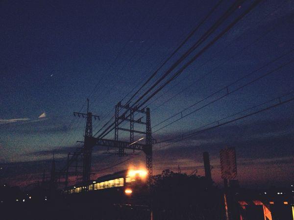 お疲れ様。今日は早く寝よう。 Ipnone5 お疲れ様 Train 灯り