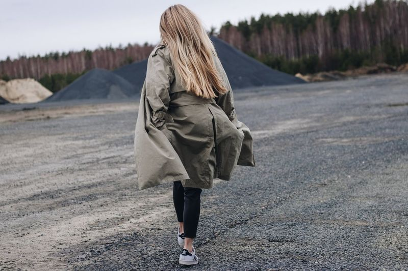 3 мая. Нет я не ухожу EyeEm Selects Real People One Person Rear View Lifestyles Clothing Leisure Activity Adult Nature Winter Warm Clothing Casual Clothing Day Cold Temperature Outdoors Beauty In Nature Full Length Walking Women Road Tranquility