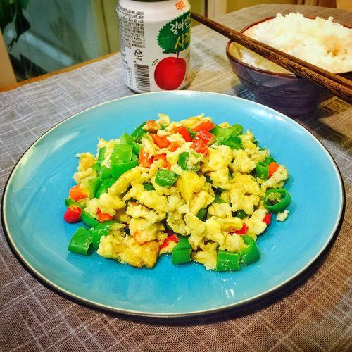 【❤️】昨晚没用完的辣椒,今晚就拿来炒个鸡蛋吧😜 春子私房菜 一个人生活 手机摄影 美食 晚饭
