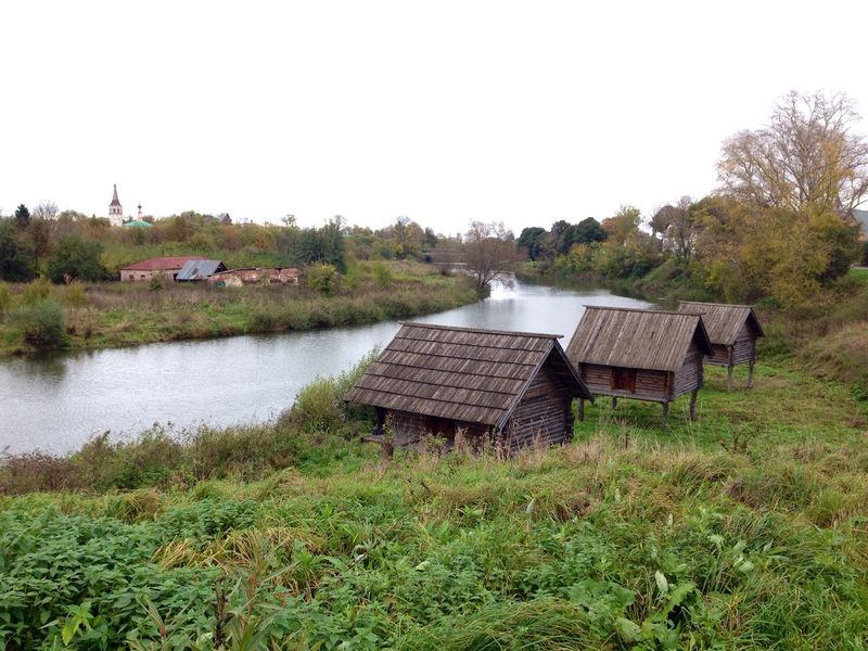 Grassy Houses Kamenka Non-urban Scene Outdoors River River View Riverbank Riverside Scenics Suzdal Tranquil Scene Tranquility Village Wooden House UNESCO World Heritage Site Your Ticket To Europe