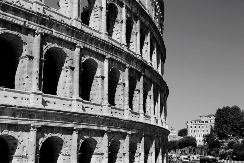 Rom Roma Rome Colosseo Kolosseum Silence Black&white Black And White Photography Blackandwhite Photography Blackandwhitephotography Blackandwhitephoto Black And White Collection  Black And White Black And White Portrait Blackandwhite Black & White Monochrome Schwarz & Weiß Light And Shadows Schwarzweiß Blacknwhite Light And Shadow Landscape_photography Landscape_Collection Light In The Darkness