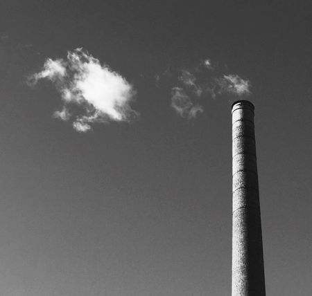 Como la vista engaña a tu mente... Low Angle View Factory Industry Smoke Stack No People Emitting Outdoors Air Pollution Built Structure Day Architecture Sky IPhoneography Just Imagine Cloudplay EyeEmNewHere EyeEmNewHere Flying High Welcome To Black Long Goodbye Resist The Great Outdoors - 2017 EyeEm Awards Black And White Friday