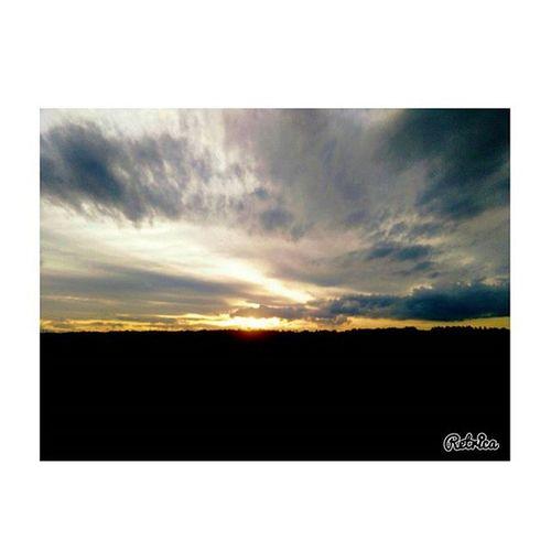 """""""Siamo tutti il treno perso di qualcuno."""" Retrica Nocrop Aviary Foto Photo Ph Images Photooftheday Pic Picoftheday Instapic Solocosebelle Treno Perso Qualcuno Nuvole Sky Cielo Sole Sun Landscape Pasquetta Pasquetta2k16 Confusionetotale"""