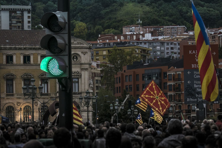 Democracy for Catalunya. Voting rights. 1oct Basque Country Catalunya Cataluña Spain Democracy Independence Voting Rights Cataluña City Flag Large Group Of People Manifestation People Real People Referendum Self-determination Selfdetermination Traffic Light