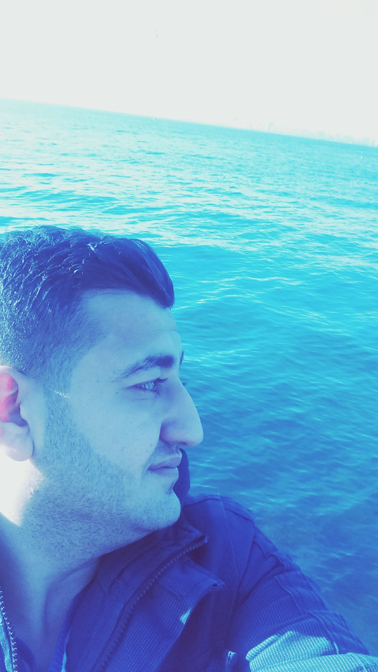 water, sea, lifestyles, leisure activity, headshot, blue, young adult, horizon over water, vacations, nature, men, head and shoulders, sunlight, relaxation, beauty in nature, swimming, day