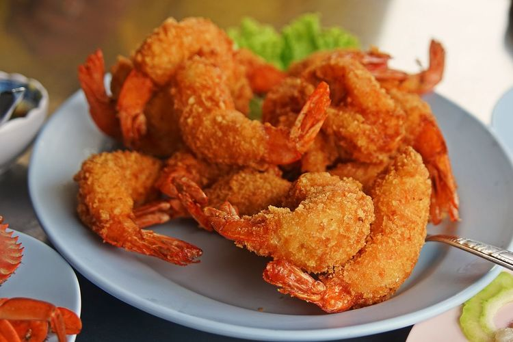 Deep fried shrimp, fresh and delicious seafood Thailand Appetizer Close-up Crustacean Deep Fried  Food Food And Drink Freshness Fried Plate Ready-to-eat Seafood Serving Size Shrimp - Seafood Still Life